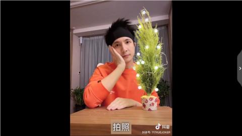 [新闻]200218 薛之谦厨艺小课堂第三节开课啦 网红圣诞小蛋糕的正确制作步骤