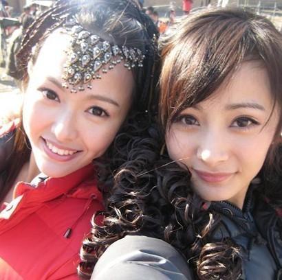 杨幂和刘恺威在巴厘岛举办婚礼,唐嫣是伴娘,唐嫣和杨幂的关系是很好