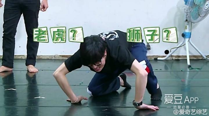 鹿不羁和wuli小谦谦将在表演课上高能模仿动物