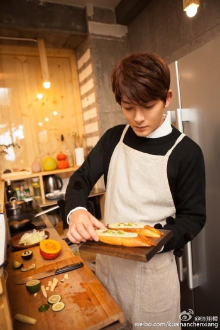 [新闻]161104 陈翔秀厨艺!哥哥给你做早饭啦