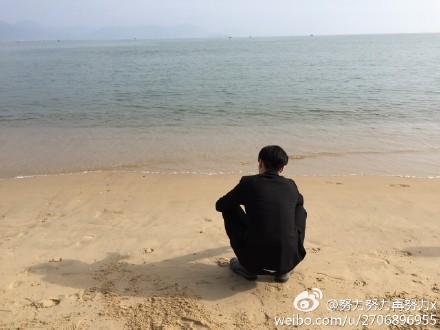 """""""情人节一个人看海的背影流露出淡淡的忧桑与无奈."""