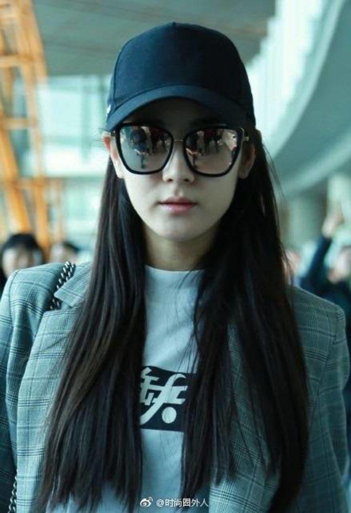 """[迪丽热巴][分享]170319 迪丽热巴杭州机场街拍 其实是枚""""酷帅girl"""""""
