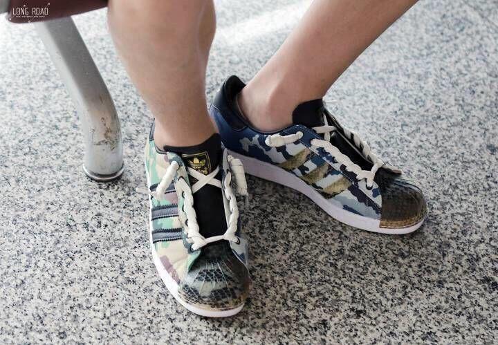 [易烊千玺][新闻]180820 用鞋带扎头发 千玺花式系鞋带教程安排一下图片