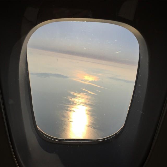 机舱窗户图片手绘