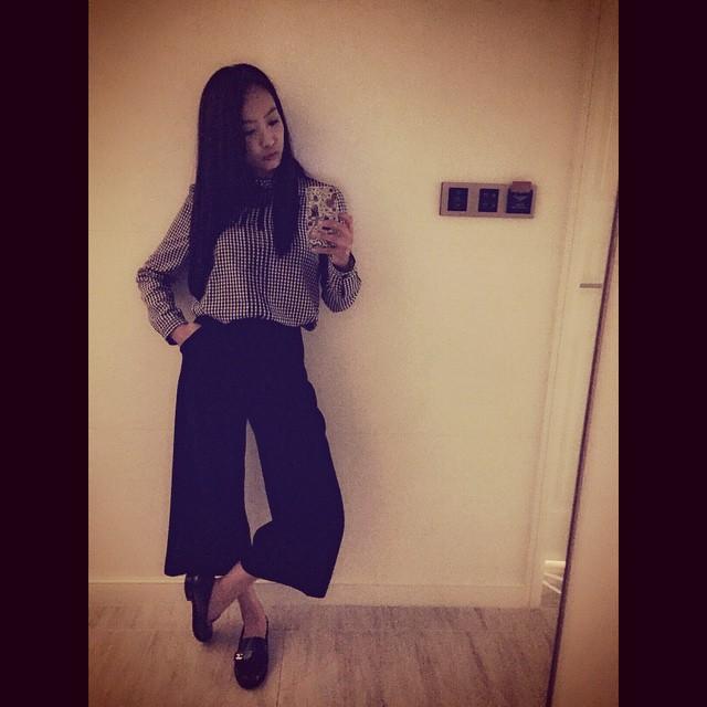 [宋茜][分享]150318 宋茜晒自拍全身照 奇特的裤子