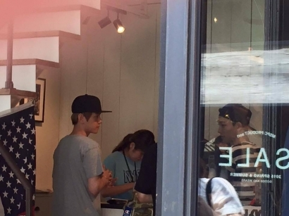 [exo][分享]150727 日饭偶遇在大阪购物的伯贤和chen