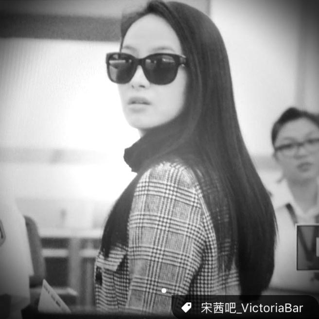 [f(x)][新闻]151104 宋茜香港返北京 气场十足