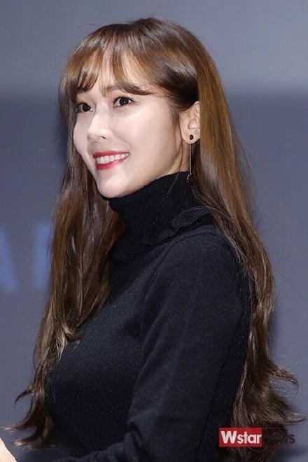 [郑秀妍][新闻]151107 j.estina red签名会 秀妍刘海出现!