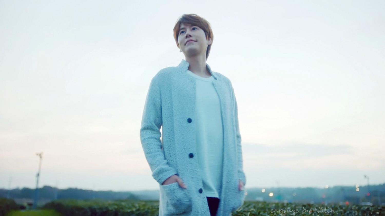 圭贤与泰妍为济州岛三多水拍摄的《济州岛的蓝夜》完
