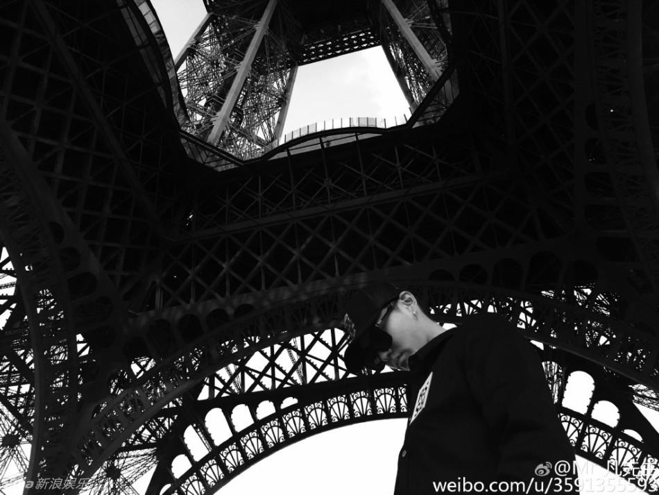 [消息]行走的画报!吴亦凡埃菲尔铁塔前秀大长腿