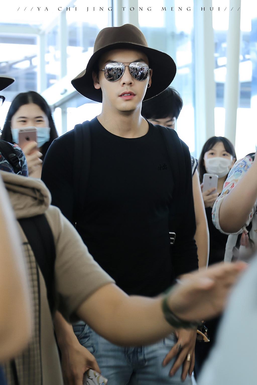 黑色墨镜搭配什么帽子