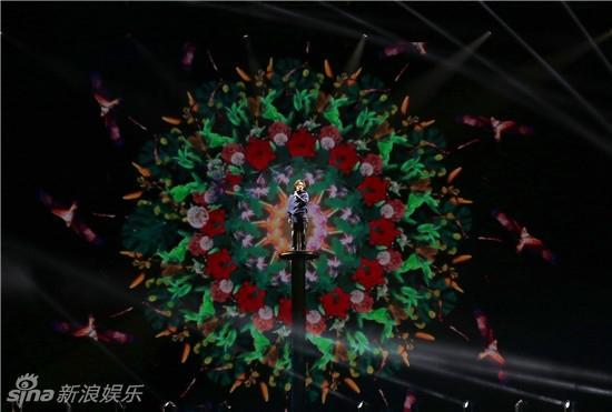 林宥嘉上海演唱会high翻全场 感恩歌迷亲吻舞台