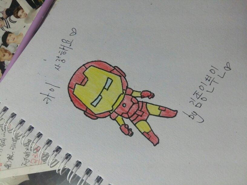 因为钟仁喜欢钢铁侠所以画了两个q版  没想到都毁了下次尽量画好点