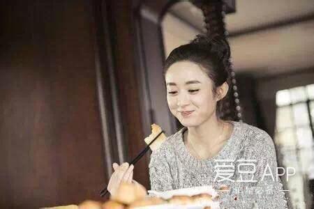 [赵丽颖][新闻]161105 赵丽颖化身吃货的幸福瞬间 狂图片