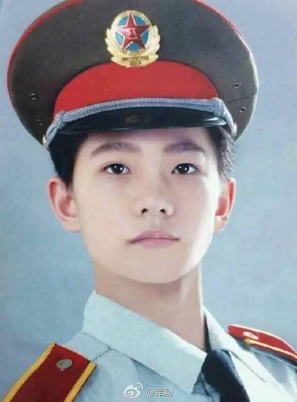 """杨洋军人照片_[杨洋][分享]170121 这位挺拔的杨洋军人,一众""""伪军嫂""""有个恋爱 ..."""