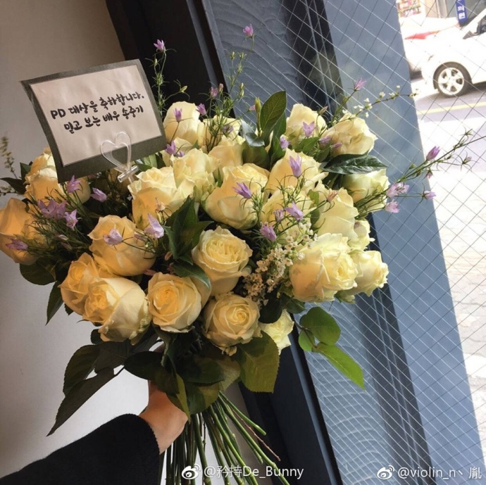 [宋仲基][分享]170318 topstar的威严 连送的花都能上
