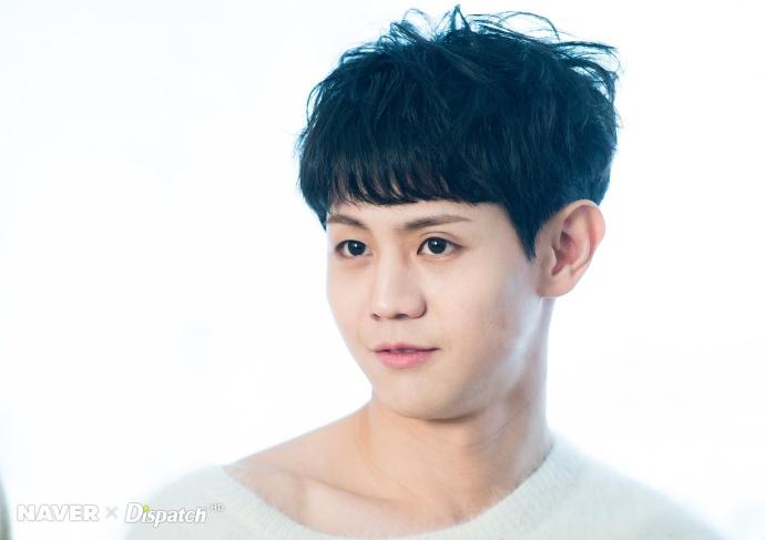 [王凯][新闻]170327 d社更新梁耀燮高清大图 可爱又帅气的白衣少年!