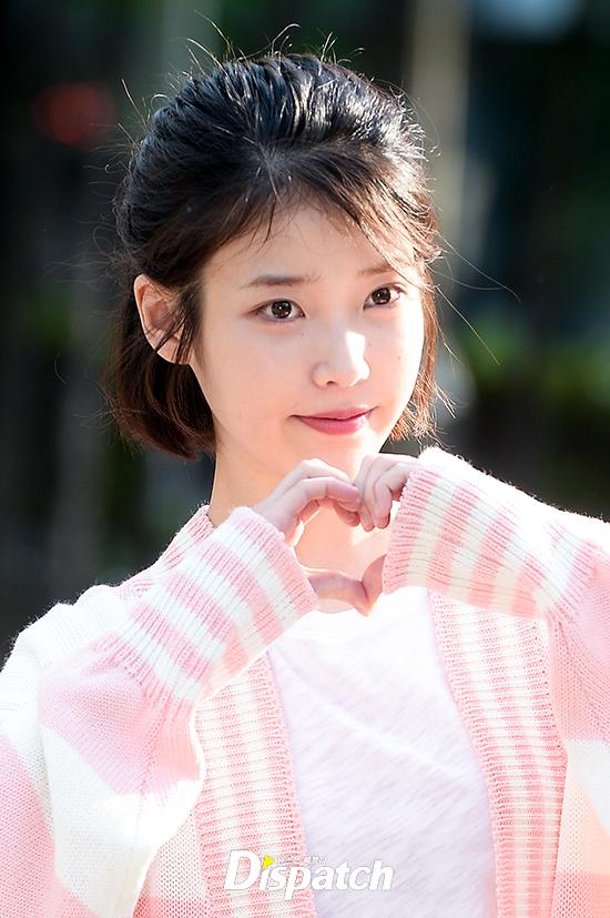 "[iu][新闻]170428 pink少女iu李知恩 今日""音银""上班路可爱出击"