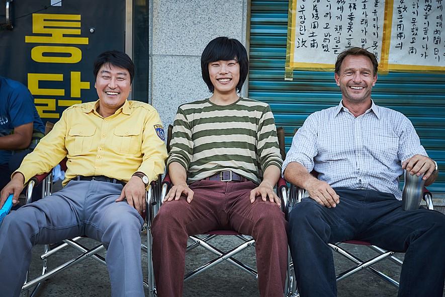 《出租车司机》由由showbox投资发行,《义兄弟》,《高地战》的导演张