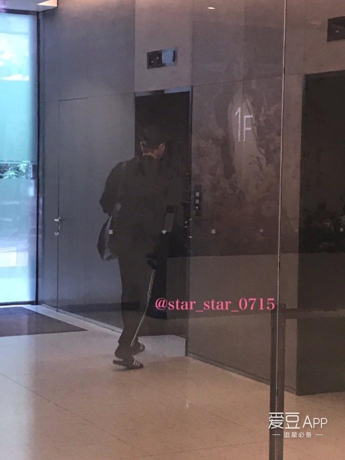 [EXO][新闻]170824 EXO今天依旧开启 劳模 模