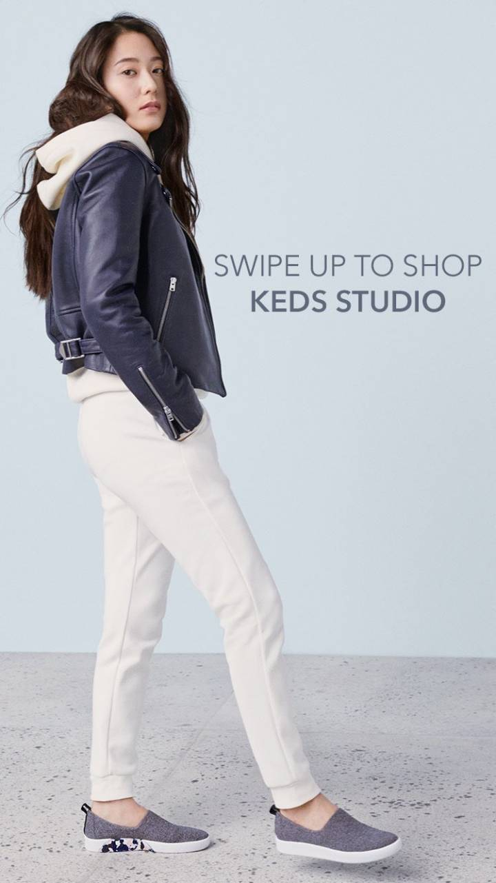 郑秀晶代言的服装品牌 黑夹克配白色长裤