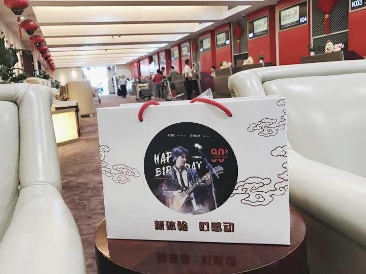 [TFBOYS][新闻]170923 王俊凯生日主题航班已起飞 去见心心念念十八岁的他吧
