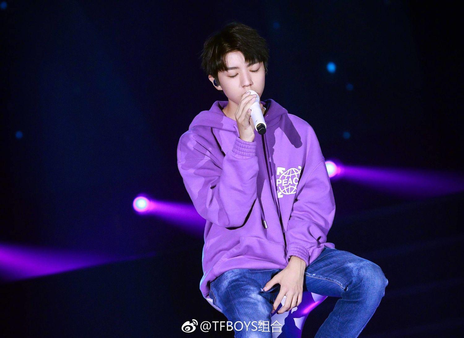 [TFBOYS][新闻]170924 王俊凯生日会彩排高清图来袭 安静唱歌的小凯最迷人