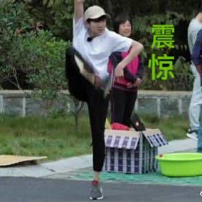 [TFBOYS][继续]171206王源踢毽子装脸表情请分享表情包图片