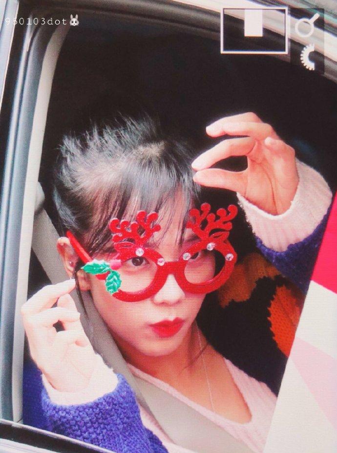 """""""车窗女神""""今日变身""""车窗小可爱"""",扎着马尾的""""刘海秀""""显得脸更小了!"""