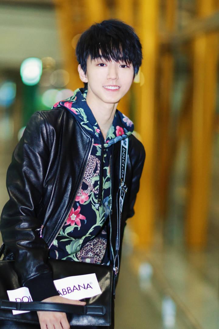180224 王俊凯全新街拍发布 将出席米兰时装周图片