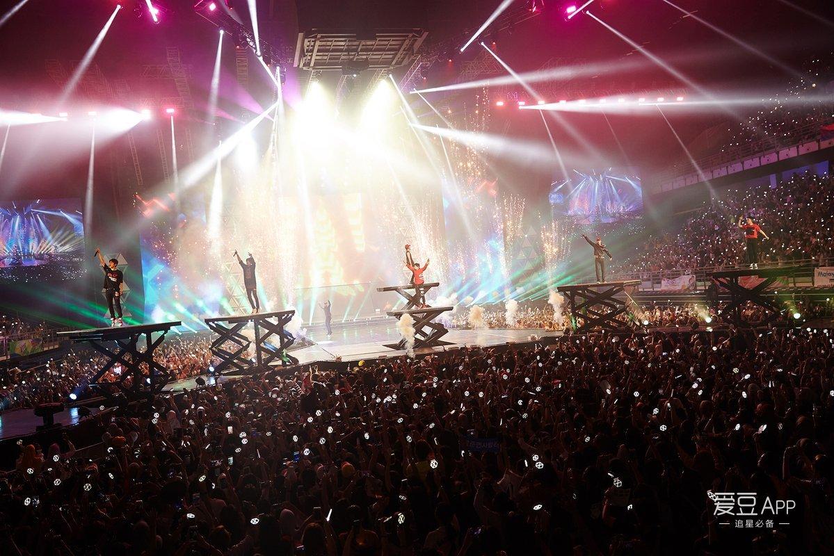 [EXO][新聞]180709 EXO馬來巡演創全席售罄記錄 1萬觀眾的狂歡讓吉隆坡銀光閃閃