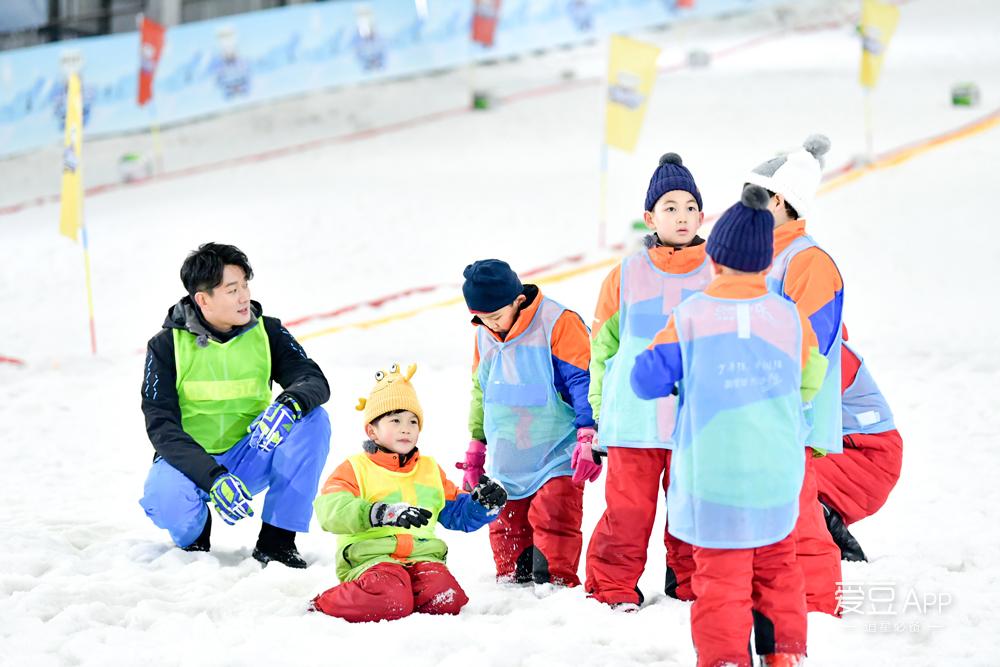 [消息]《大冰小将》易烊千玺雷佳音首秀冰球技