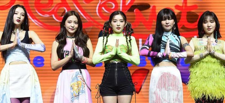 "进入Red Velvet魔法嘉年华!《""The ReVe Festival ""Day 1》今天发行!"