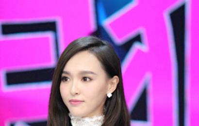 [新闻]141204 唐嫣美拍做造型显娇羞 新戏与李易峰搭档