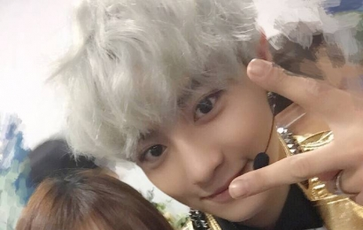 [分享]150601 吴玥颖juci更博与exo后台合照