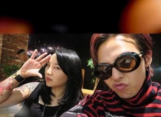 [新闻]150922 codybabe ins更新:gd和喜爱纹身的hk妹妹的合照图片