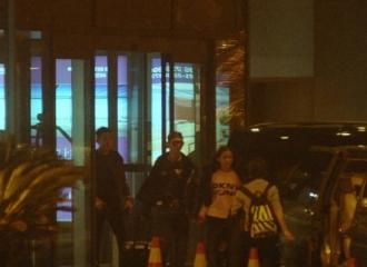 [新闻]160412 黄晓明Baby终于挤出时间造人?二人深夜回上海