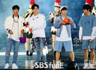 [新闻]161001 2016BOF开幕式  B1A4带来火热精彩表演