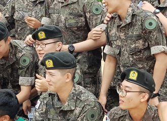 [新闻]180913 李宗泫今日举办新兵结业仪式