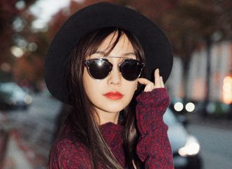 [新闻]180924 Angelababy巴黎街拍公开 复古摩登风格时尚感十足