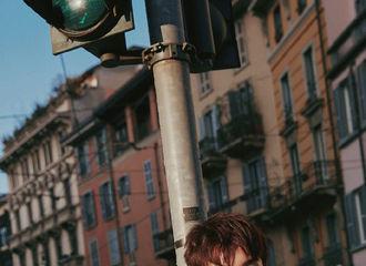 [新闻]190223 吴磊米兰街拍大片出炉 今日是笑容灿烂的阳光磊