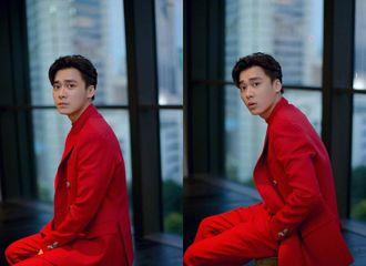 [新闻]191018 李易峰看秀造型公开 红衣少年风度翩翩