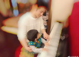 [新闻]191115 为ET们火热的内心切换模式 华晨宇陪外甥弹琴画面好温馨