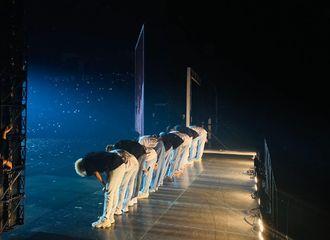 """[新闻]200124 seventeen美巡最终场舞台照公开!""""不会忘记北美西雅图的热情"""""""