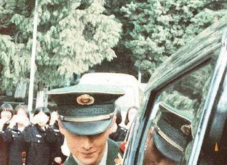 [分享]200403 杨洋军装照分享 从此军旅言情男主都有了脸
