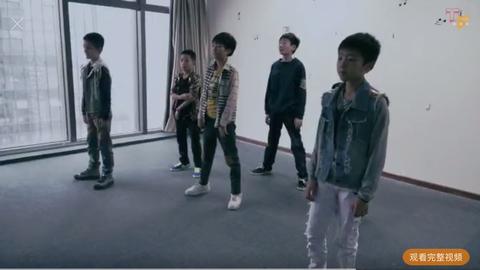 [新闻]170627 王俊凯早年舞蹈视频曝光 跳《江南style》扭腰扭的最嗨