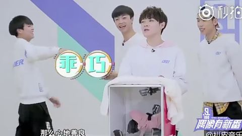 [分享]180309 练习生恐怖箱体验 蔡徐坤抱臂围观姿势有点苏