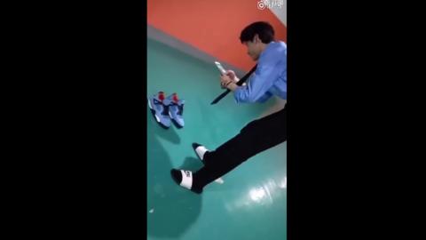 [分享]180622 白敬亭认真拍鞋 专业程度堪比电商美工