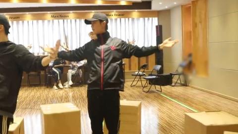 [新闻]180921 鹿晗演唱会练习室第二支花絮来袭 半个月后就要交作业啦!