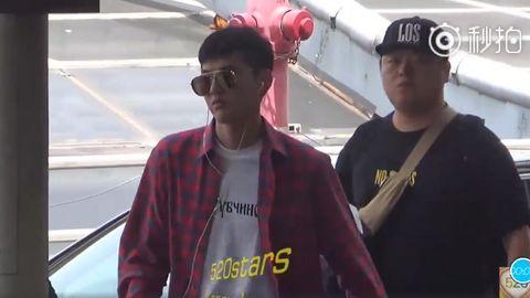 [分享]180922 今日份吴亦凡机场考古视频来袭:完全是skr17岁炫酷的靓仔